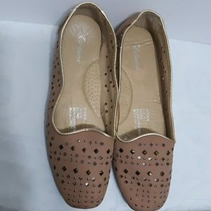 SOFTWARE Nude Gold Flats Shoes Size 9.5WW